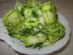 MAGIC and quickly MARINATED HONEY zucchini with garlic - simply, quickly and ooooochen delicious! AMAZING recipe, especially for those with sharp little Vegetable Dishes, Vegetable Recipes, Zucchini Pickles, Pickled Zucchini, 30 Day Diet, Garlic Recipes, Cooking Recipes, Healthy Recipes, Marinated Chicken