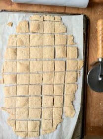 Sourdough Parmesan Rosemary Crackers (let sit for 12 hours before baking to make THM approved - I think! Sourdough Pizza, Sourdough Recipes, Bread Recipes, Snack Recipes, Amish Recipes, Yummy Recipes, Recipies, Vegan Recipes, Snacks