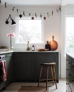 """1,654 gilla-markeringar, 21 kommentarer - bloggaibagis /// Janniche (@bloggaibagis) på Instagram: """"God jul på er!🌲🌲🌲 Här slängde vi ut granen så fort magsjukan kom in i huset. Men julafton klarade…"""""""