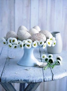 So simple and beautiful. Will be trying this on my Easter table! #easter #table