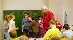 Učitel musí přesunout veškeré objevování na své žáky, říká o své metodě prof. Milan Hejný.