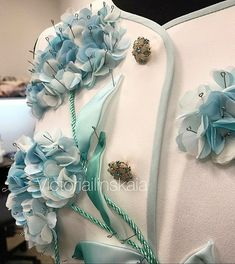 Платье выполнено из фактурного твида в стиле Balmain🕊@italy_tkani_39 #victoriailinskaiaatelier #victoriailinskaia #russia #russiadesign… Kurti Embroidery Design, Couture Embroidery, Embroidery Fashion, Embroidery Dress, Ribbon Embroidery, Embroidery Patterns, Chanel Jacket Trims, Lace Beadwork, Fairy Clothes