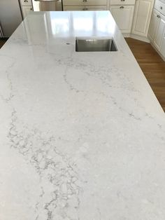 Ideal kitchen countertops and cabinets ideas just on miral iva home design Quartz Kitchen Countertops, Kitchen Countertop Materials, Kitchen Tops, White Kitchen Cabinets, Kitchen Ideas, Kitchen Decor, Black Countertops, Cambria Countertops, Soapstone Kitchen