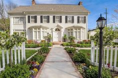 1919 Colonial Revival in Colusa, CA - $567,000 - Old House Dreams Built In Hutch, Winter Fire, Raised Flower Beds, Grand Staircase, Old House Dreams, Virtual Tour, French Doors, Colonial, Backyard