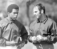 Gale Sayers and Brian Piccolo ( Chicago Tribune archive photo / September 2012 ). What sports should be about life, love, and friendship. That is what Piccolo taught Sayers. And that's the way Sayers has lived his life for the past forty plus years. Chicago Bears Pictures, Bear Photos, Chicago Photos, Bears Football, Nfl Chicago Bears, Football Pics, Football Players, Chicago Baseball, Baseball Tips