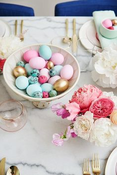 Easter Brunch | Easter Table Setting | Pastel Tablescape | Gold Tableware | Pastel flowers | Emily Henderson | More on Travelshopa