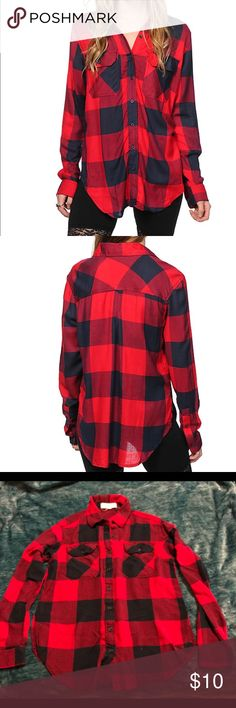 Thread & Supply Boyfriend Flannel Red & navy buffalo plaid & pre-owned, still in great condition! Tag says small but fits more like an XS on me ☺️ Thread + Supply Tops Button Down Shirts
