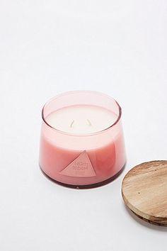 P.F. Candle Co. - Bougie au soja parfum lavande - Urban Outfitters
