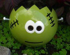 Frankenstein Bowling Ball Garden Ornament by CraftMeUpSomeFun Bowling Ball Crafts, Bowling Ball Garden, Bowling Ball Art, Fun Bowling, Garden Balls, Bowling Pins, Yard Ornaments, Garden Ornament, Outdoor Art
