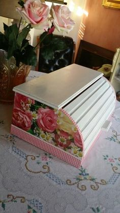 Panera de madera reciclada. Bread Boxes, Decoupage Art, Upcycled Furniture, Projects To Try, Decorative Boxes, Annie Sloan, Diy, Sleep, Vintage