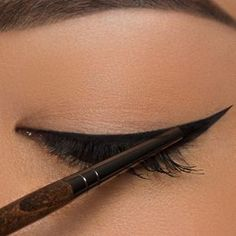 Eyeliner für die Ziehungen Tutorials + Tipps - Make Up Makeup Brushes, Eye Makeup, Beauty Makeup, Makeup Tips, Hair Makeup, Hair Beauty, Beauty Kit, Beauty Hacks, Make Up Tutorial Contouring