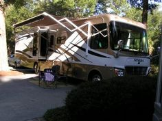 2007 Monaco Safari Simba w/Tow Vehicle for sale by owner on RV Registry  http://www.rvregistry.com/used-rv/1009077.htm