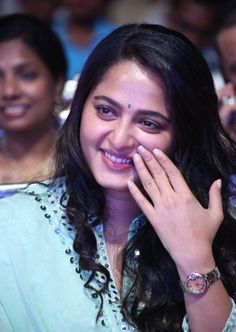 Anushka Shetty appeared in the gorgeous green colour dress to the latest film audio launch event. Anushka Shetty looks ultra-stylish and cute at the event. Anushka Latest Photos, Anushka Photos, Beautiful Girl Indian, Beautiful Long Hair, Beautiful Women, Anushka Shetty Navel, Prabhas And Anushka, Actress Anushka, Cute Beauty
