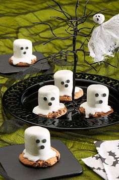 Make guests shriek in delight by serving these Mallow Ghost Cookies made with CHIPS AHOY! at your Halloween bash. Halloween party ideas brought to you by Evite in partnership with NABISCO #ad #GhostessParty