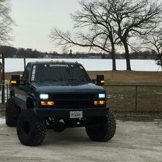 86 Chevy Silverado Lifted - Everything About Off-Road Vehicles Gmc Trucks, Chevy Pickup Trucks, Lifted Chevy Trucks, Chevy Pickups, Diesel Trucks, Dodge Diesel, Pickup Camper, Chevy 4x4, Dodge Cummins