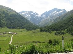 Up the Forcola di Livigno - easy elevation, but windy...