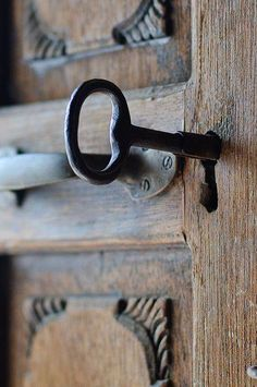 An authentic old style lock and very very large key. Under Lock And Key, Key Lock, Antique Keys, Vintage Keys, Antique Books, Door Knobs And Knockers, Old Keys, Door Detail, Key To My Heart