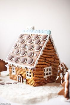 Want to know how to make gingerbread houses? If you're looking for some creative gingerbread house ideas then you're in for a treat. Feast your eyes on these charmingly cute gingerbread house ideas… Gingerbread House Designs, Gingerbread House Parties, Christmas Gingerbread House, Gingerbread Cookies, Christmas Cookies, Gingerbread Decorations, Cabin Christmas, Gingerbread Village, Gingerbread House Decorating Ideas