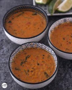 La soupe de lentilles corail au curry et lait de coco de Yotam Ottolenghi Yotam Ottolenghi, Ottolenghi Recipes, Slow Carb Recipes, Soup Recipes, Vegetarian Recipes, Healthy Recipes, Healthy Eats, Batch Cooking, Cooking Time