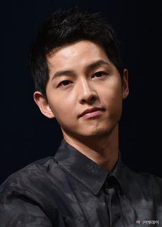 Sung Jong Ki, Running Man Korea, Soon Joong Ki, Decendants Of The Sun, A Werewolf Boy, Korean Best Friends, Handsome Korean Actors, Song Hye Kyo, Song Play