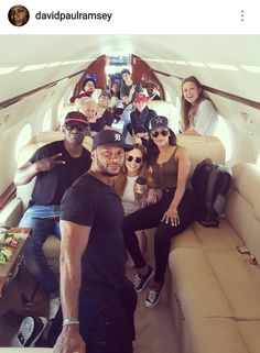 Arrow, Flash, Supergirl and Legends all on one plane