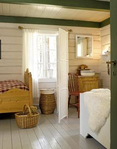 I totally love this horizontal paneling, almost looks like a log cabin or something ... very cottagey and peaks islandy ... could I duplicate this look with evenly spaced distressed wood boards?  GREAT BLOG just wish it was not written in Italiano!!