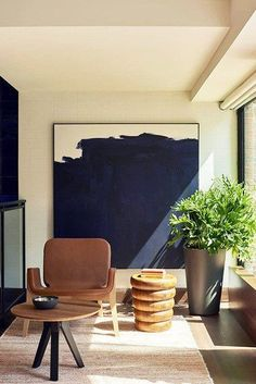 Large wall art will be a staple of 2018 #luxurylivingrooms