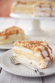 Heute wird es süß, denn es gibt Pavlova- Torte mit Erdnussbutter- Mascarpone- Creme und Dulce de Leche. Manchmal hat man einfach Lust auf was richtig Süßes. Die Pavlova- Torte ist sehr lecker, zart und zergeht auf der Zunge. Ich empfehle dazu eine Tasse schwarzen Kaffee.
