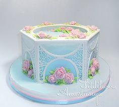 Beautiful royal icing collar and intricate piped icing work in gazebo style cake by Nastasya Sitdikova