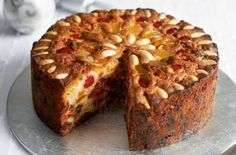 Mary Berry's Victorian Christmas cake - Christmas Cake Recipe Great British Bake Off, Simply Yummy, Coconut Dessert, Berry Cake, Mary Berry Fruit Cake, Cherry Fruit, Light Cakes, Gateaux Cake, British Baking