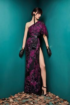 (For me, subtract the gloves and we've got a winner!!) Zuhair Murad Fall 2018 Ready-to-Wear collection