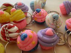 Chaveiro com peça de biscuit, preço unitário. , fazemos outros modelos e cores sob encomenda. Qualquer duvida entre em contato