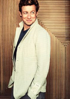 Simon Baker - look at those cheekbones! And that blazer! And that little hint of a SMIRK he's wearing ... oh so well!