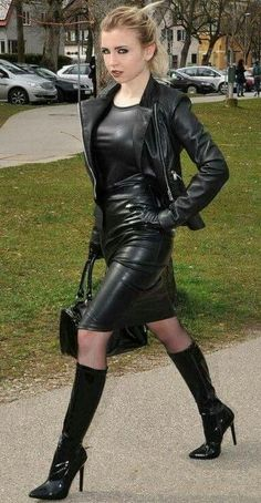 Black Leather Gloves, Black Leather Skirts, Leather Dresses, Hot High Heels, High Heel Boots, Heeled Boots, Skirts With Boots, Dress With Boots, Leder Outfits