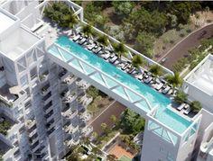 Um arranha-céu em Cingapura tem um atrativo bem 'assustador': a maior piscina em comprimento instalada no topo de um edíficio de 38 andares. A piscina conecta dois prédios e possui uma visão incrível. Você encararia o desafio de nadar nas alturas?