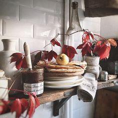 Good morning😘🍂🍁Jesienne,naleśnikowe dzień dobry🍂🍁😘 . . #goodmorning#goodday#breakfast#pancakes#nalesniki#morning#autumn#instaday#positivevibes#kitchen#cooking#rustic#vintage#ceramic#cozytime#homedecor#homesweethome#homeandliving#interior#lavienhome#followme