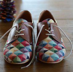 Eine erstaunliche Oxford-Schuh hergestellt aus hochwertigem Leder und Zakar Gewebe mit einer 1.6cm/0.6 Ferse. Dieses Oxford-Schuh passen alle Jahreszeiten, und einsetzbar als Gelegenheits- oder ausgefallene Accessoire.    Einfache Möglichkeit, Ihre richtige Schuhgröße wissen:  Platzieren Sie Ihre Füße auf ein Blatt Papier und zeichnen Sie die Form Ihrer Füße. Verwenden Sie die Zeichnung und Messen Sie den Abstand von der Ferse zur großen Zehe. Außerdem messen Sie die Spann-Gurt um mit einem…