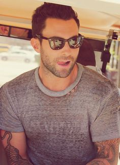 Now I don't normally find him all that attractive, but yum! Those sleeves and the scruff.......yum!