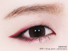 Change things up and try a colorful eyeliner instead. 34 Monolid Makeup Tips You Probably Haven't Tried Yet Cute Makeup, Makeup Art, Makeup Tips, Makeup Style, Makeup Ideas, Cheap Makeup, Makeup Trends, Asian Makeup Tutorials, Eyeshadow Tutorials