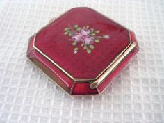 RARE HIGHLY COLLECTABLE ART DECO RED GUILLOCHE OCTAGONAL SHAPED COMPACT c1920