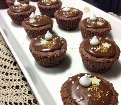 Ihanat suklaasuukkoset Mini Cupcakes, Candies, Muffin, Food And Drink, Baking, Breakfast, Sweet, Desserts, Ideas