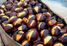 Roasted Chestnuts -- After every Italian holiday meal! Albanian Cuisine, Albanian Recipes, Albanian Food, Italian Dishes, Italian Recipes, Italian Cooking, Italian Christmas Traditions, Chestnut Recipes, Cuisine Diverse