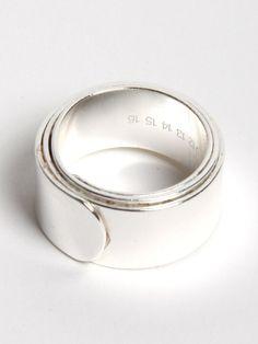 Jewelry   Jewellery   ジュエリー   Bijoux   Gioielli   Joyas   Art   Arte   Création Artistique   Precious Metals   Jewels   Settings   Textures   Martin Margiela Gun Metal Ring