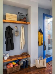 Mudroom Entry Design Ideas, Pictures, Remodel and Decor Reclaimed Wood Shelves, Wood Wall Shelf, Wall Shelves Design, Wooden Shelves, Backyard Door, Regal Design, Home Theater Rooms, Up House, Wood Slab
