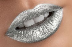 Mirror Mettalic Lipstick This is a gorgeous Silver metallic lipstick. A must have *LIMIT 2 per customer!* These color-filled formulas will glide on smooth and provide full-coverage for eye-catch Metallic Lipstick, Lipstick Art, Lip Art, Lipstick Colors, Liquid Lipstick, Lip Colors, Maybelline Lipstick, Metallic Makeup, Green Lipstick
