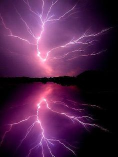 ★ Passionate Purple ★ ~~Cloud to Cloud Lightening ~ lightening bolt splits the sky, Chickahominy River, Virginia by Tim Scullion~~ All Nature, Science And Nature, Amazing Nature, Natural Phenomena, Natural Disasters, Blitz Tattoo, Photowall Ideas, Cool Pictures, Cool Photos