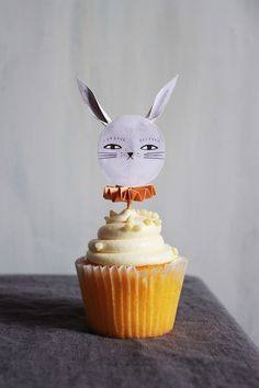 Mer Mag: Bunny Cupcake toppers