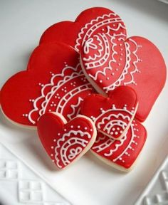 Lace prints on heart cookies