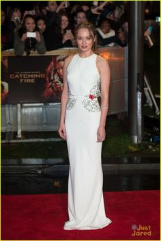 Sam Claflin & Laura Haddock: 'Catching Fire' Premiere in London! She looked divine wearing a Sophia Kah white dress with black-lace detailing and an open back.