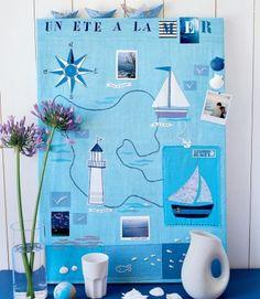 Un tableau en tissu aux motifs marins